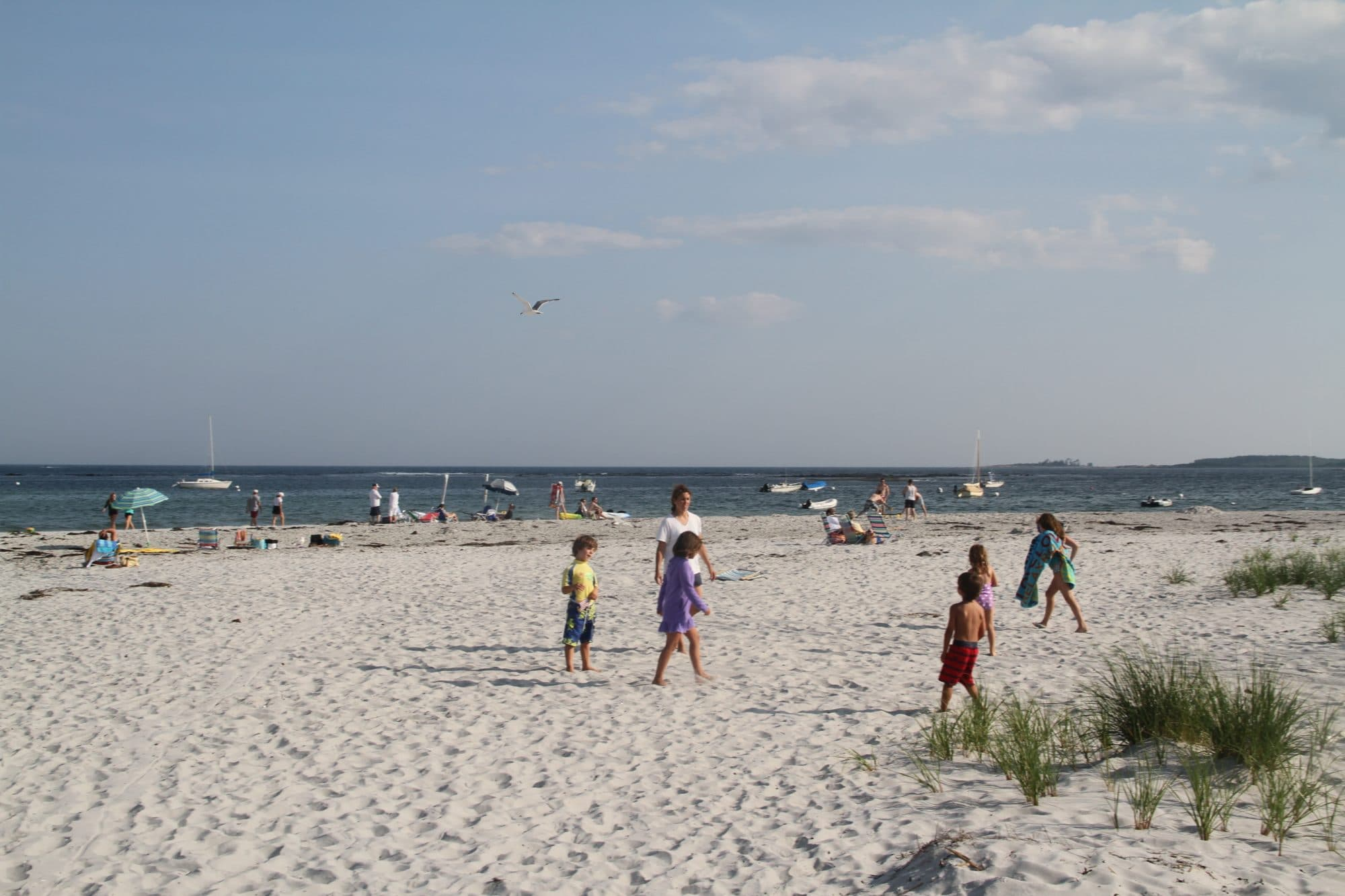 goose-rocks-beach-kids-playing