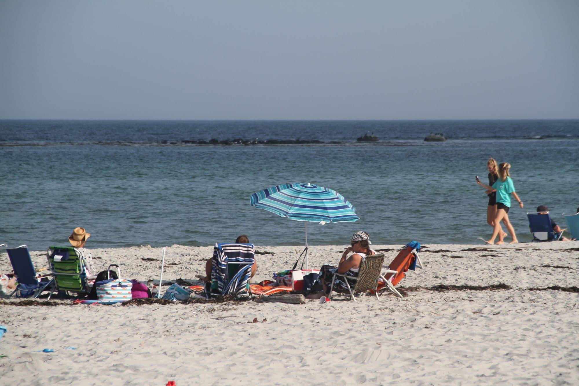 goose-rocks-beach-umbrella2