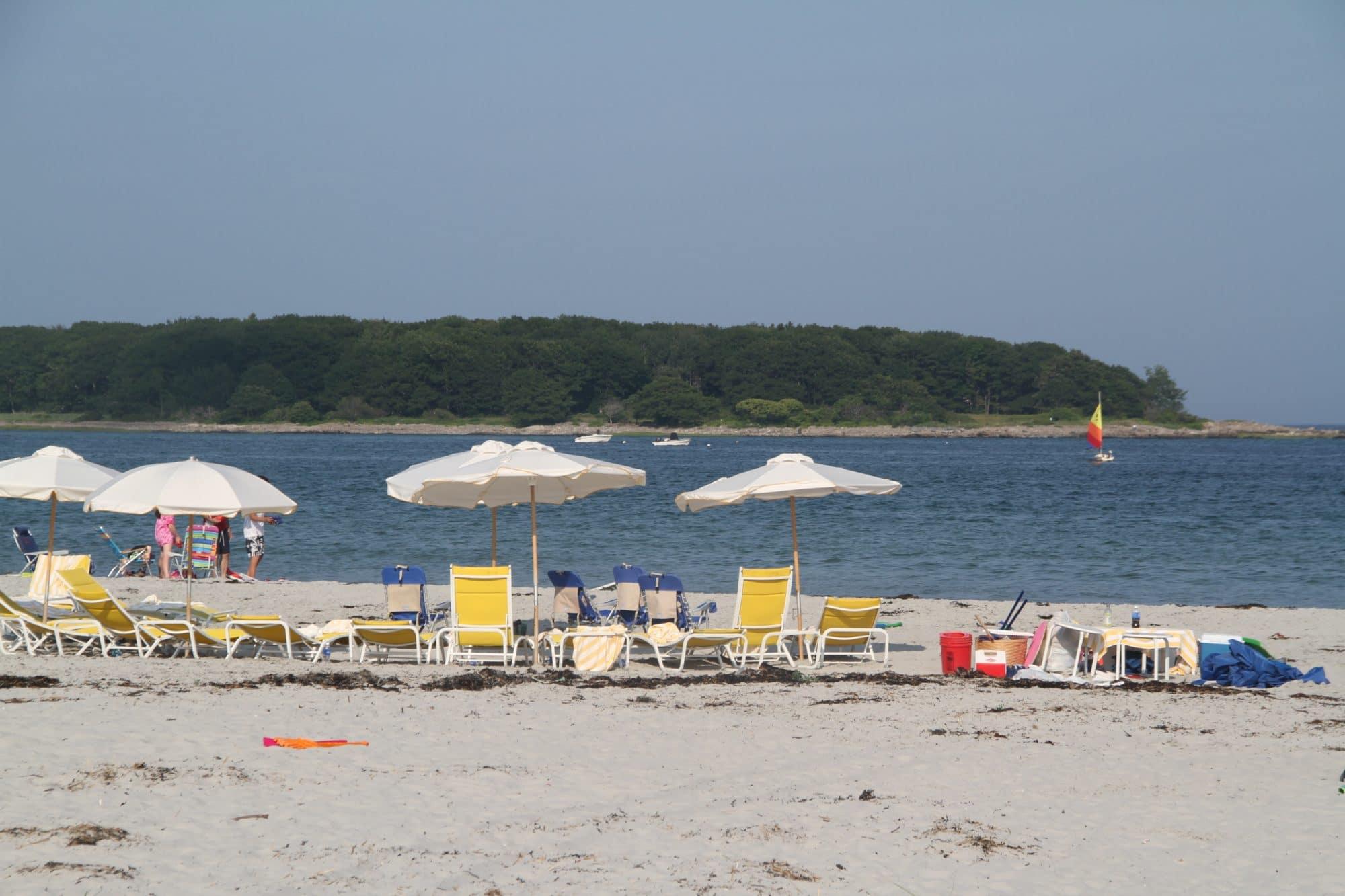 goose-rocks-beach-umbrellas