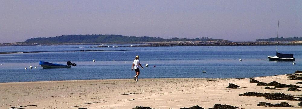 goose-rocks-beach-walker